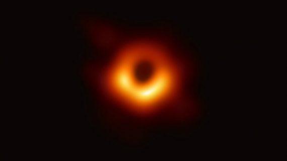Equipo de Astrónomos capta la primera imagen de un agujero negro