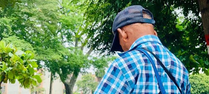 Berlín, el campesino que trabaja desde su sabiduría ancestral para curar a los caleños