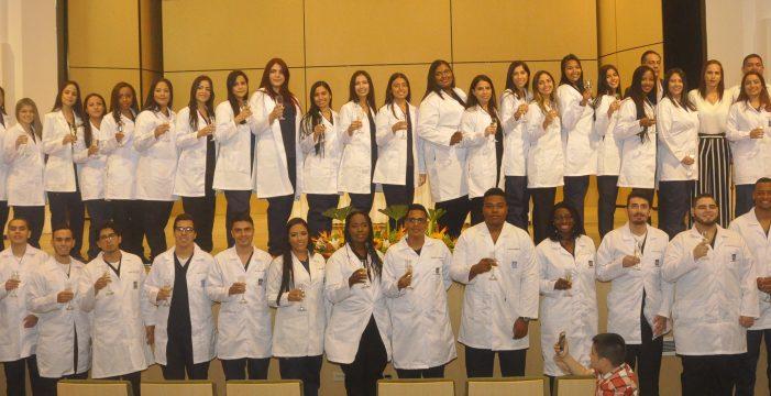 Estudiantes de Medicina USC celebraron ceremonia de imposición de Batas Blancas