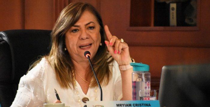 Myriam Cristina Juri, 'la mamá de los pollitos' en la Asamblea Departamental del Valle