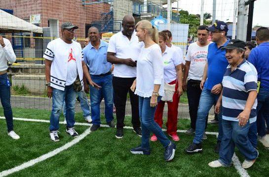 Gobernadora inspeccionó obras de infraestructura deportiva en las comunas 18 y 20 de Cali