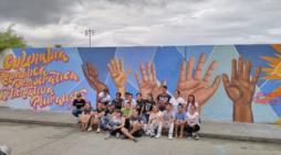 Calles con murales democráticos y pluralistas
