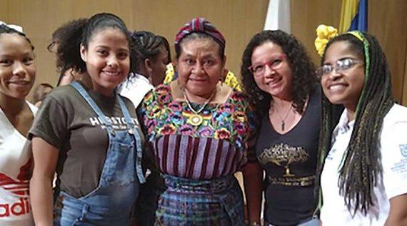 La Premio Nobel Rigoberta Menchú hace parte de la Red de Bibliotecas Públicas de Cali