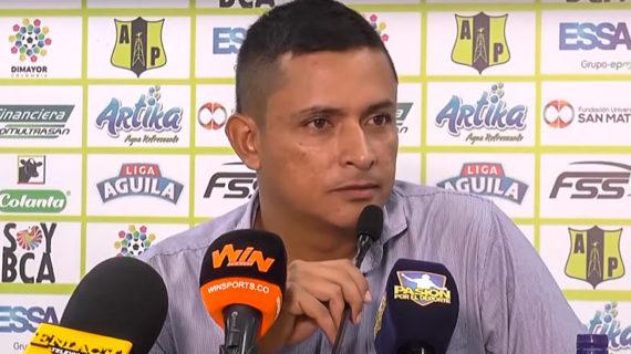 El líder del fútbol profesional colombiano tiene como director técnico un egresado de la Escuela Nacional del Deporte