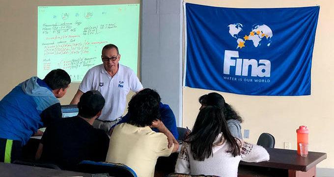 Escogen a docente de la Escuela Nacional del Deporte para desarrollar una Clínica de Natación en Bolivia