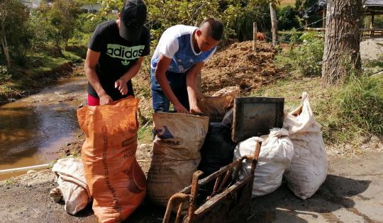 Se recogieron 600 kilos de residuos en el río Platanares
