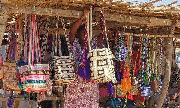 Telares y cultura Wayúu, envuelven el emprendimiento de una caleña