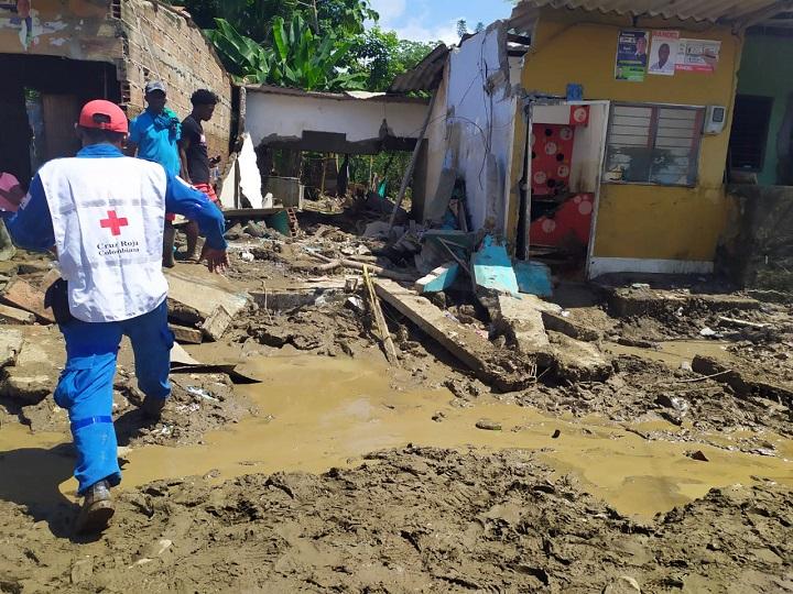 """""""Litros que ayudan"""" para damnificados de Apartadó"""