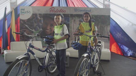 Postobón y Comfandi entregaron 200 bicicletas en el municipio de Candelaria
