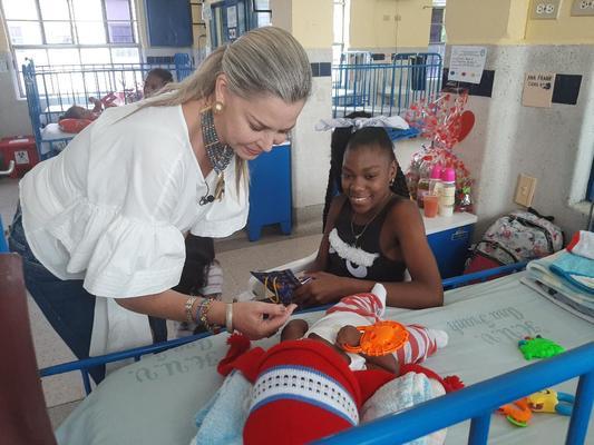 La Navidad llegó a los niños hospitalizados en el HUV