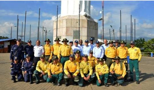 La CVC entrega 250 batefuegos y 134 bombas de espalda para combatir incendios forestales en Cali