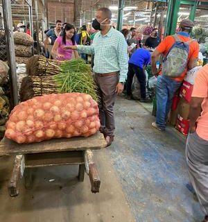 En recorrido por Cavasa y plazas de mercado, Secretario de Agricultura constató abastecimiento y baja en precios de alimentos