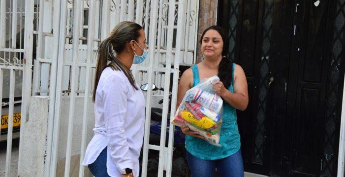 La Gobernación del Valle entregó mercados a mujeres de escasos recursos