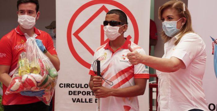 Gobernadora entregó ayudas a deportistas 'Valle Oro Puro' y trabajadores independientes que están cesantes