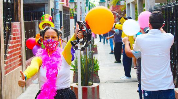 La 'Caravana de la alegría' lleva recreación y esperanza a los sectores más vulnerables de la ciudad