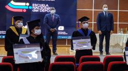 Con protocolos de bioseguridad, se realizó la Ceremonia de Grados 2020-1 de la Escuela Nacional del Deporte