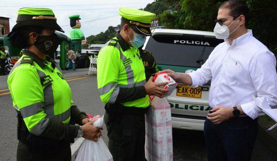 Con la Policía de carreteras, la secretaría de Seguridad del Valle inició una nueva entrega de elementos de bioseguridad
