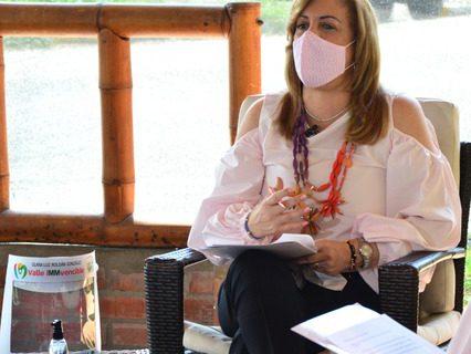 Gobernadora de Valle propone al Gobierno nacional 'Pico y clase' para el retorno de estudiantes a las aulas