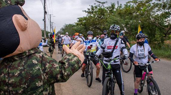 Los ciclistas rodaron en un clamor por la vida y la paz