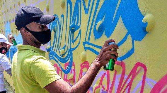 Mural pintado en el centro de Cali se inspiró en el regreso de los desaparecidos