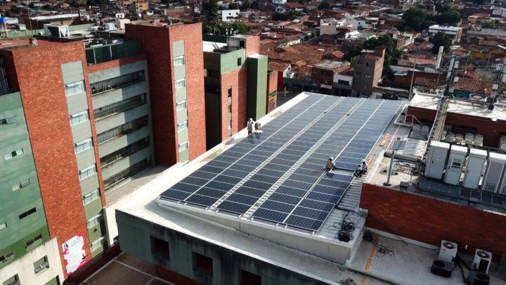 Techo solar dará energía a sede administrativa de Comfenalco Valle delagente.
