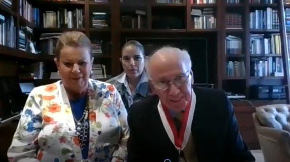 El empresario y líder cívico Alfredo Carvajal Sinisterra recibió la medalla 'Gran Cruz' de la Universidad del Valle